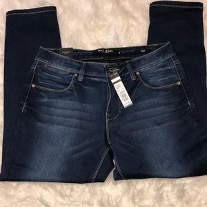 NWT Max Jeans Crop Lakeside Wash Size 8